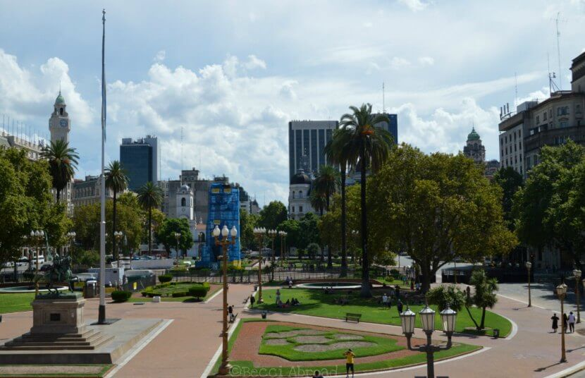 Did you know that you can visit the inside of la Casa Rosada, the iconic pink-painted presidential mansion in Buenos Aires? Read more here!