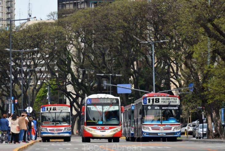 How to use the public buses in Buenos Aires